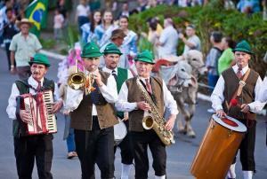 festa da colônia de gramado desfile